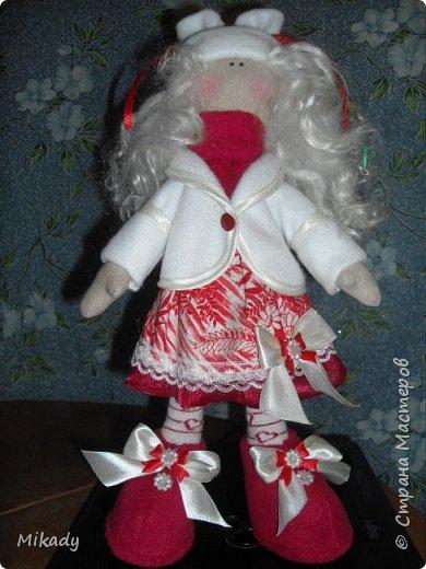 Это моя первая текстильная куколка зовут ее Тася. Рада буду любому коментарию.