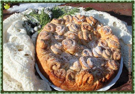 Вот такой зимний пирожок у меня получился. Запах корицы по всему дому, всего 40 минут и вот такая красота будет на вашем столе. Приготовьте, не пожалеете! фото 2