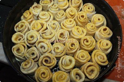 Вот такой зимний пирожок у меня получился. Запах корицы по всему дому, всего 40 минут и вот такая красота будет на вашем столе. Приготовьте, не пожалеете! фото 11