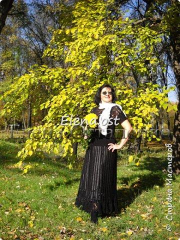 Еще один мой вязаный костюм хочу представить. Костюм вязала из бегонии от ЯрнАрт. Ушло примерно 1 кг пряжи. Вязала крючком №1.75, 2, 2.5. Юбка вяжется от талии по кругу, кайма из ананасов. Блузон вязала на круглой кокетке с ананасами единым полотном.  фото 1