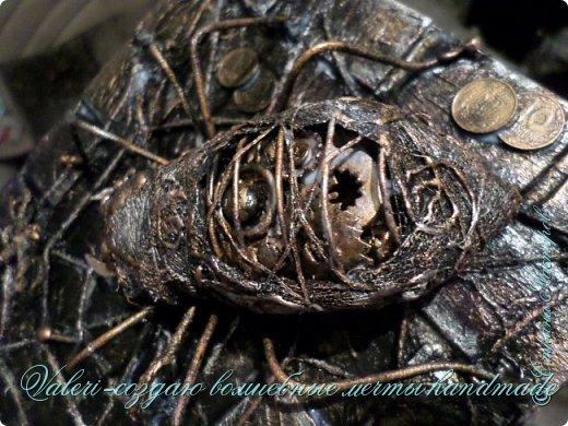 ДРУЗЬЯ, привет!!! Создала три новых работы, хочу поделиться с Вами!  Сразу предупреждаю, фоток как всегда много, так что, будте готовы)) Первая: ключница-черепаха, встречала разнообразных черепашек у нас в Стране, дам ссылочки на некоторые, особо понравившиеся: https://stranamasterov.ru/node/649516#photo1 https://stranamasterov.ru/node/566948?c=favorite https://stranamasterov.ru/node/787452#photo1 https://stranamasterov.ru/node/720990#photo1 https://stranamasterov.ru/node/574214#photo1 это далеко не все конечно же, а сколько их других, не на панношках...мммм, красотулички: https://stranamasterov.ru/node/510781 https://stranamasterov.ru/node/674402#photo1 https://stranamasterov.ru/node/148673 https://stranamasterov.ru/node/714504 https://stranamasterov.ru/node/233300#photo1 https://stranamasterov.ru/node/445879#photo1 и это, понятно, тоже лишь капля в море фантазии наших Мастеров! Спасибо девочкам-вдохновительницам!!! Знаете, как иногда что то увиденное западает в душу и покоя не даёт, пока не сделаешь подобную штучку))) Но, естественно, хотелось свою, не повторимую и не похожую на других, оформление делала так же как в рыбке(https://stranamasterov.ru/node/815681), вот, принимайте, моя(пока) красотулька драгоценная и полезная Паст(как говорит моя младшенькая):  фото 28