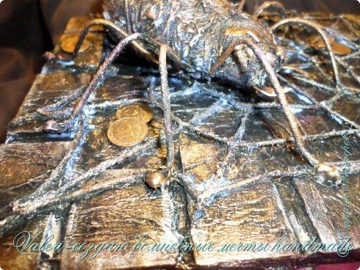 ДРУЗЬЯ, привет!!! Создала три новых работы, хочу поделиться с Вами!  Сразу предупреждаю, фоток как всегда много, так что, будте готовы)) Первая: ключница-черепаха, встречала разнообразных черепашек у нас в Стране, дам ссылочки на некоторые, особо понравившиеся: https://stranamasterov.ru/node/649516#photo1 https://stranamasterov.ru/node/566948?c=favorite https://stranamasterov.ru/node/787452#photo1 https://stranamasterov.ru/node/720990#photo1 https://stranamasterov.ru/node/574214#photo1 это далеко не все конечно же, а сколько их других, не на панношках...мммм, красотулички: https://stranamasterov.ru/node/510781 https://stranamasterov.ru/node/674402#photo1 https://stranamasterov.ru/node/148673 https://stranamasterov.ru/node/714504 https://stranamasterov.ru/node/233300#photo1 https://stranamasterov.ru/node/445879#photo1 и это, понятно, тоже лишь капля в море фантазии наших Мастеров! Спасибо девочкам-вдохновительницам!!! Знаете, как иногда что то увиденное западает в душу и покоя не даёт, пока не сделаешь подобную штучку))) Но, естественно, хотелось свою, не повторимую и не похожую на других, оформление делала так же как в рыбке(https://stranamasterov.ru/node/815681), вот, принимайте, моя(пока) красотулька драгоценная и полезная Паст(как говорит моя младшенькая):  фото 25