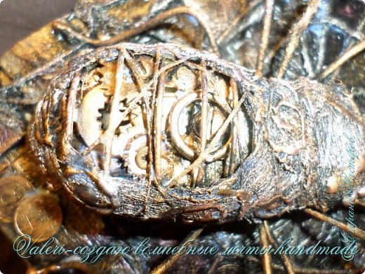 ДРУЗЬЯ, привет!!! Создала три новых работы, хочу поделиться с Вами!  Сразу предупреждаю, фоток как всегда много, так что, будте готовы)) Первая: ключница-черепаха, встречала разнообразных черепашек у нас в Стране, дам ссылочки на некоторые, особо понравившиеся: https://stranamasterov.ru/node/649516#photo1 https://stranamasterov.ru/node/566948?c=favorite https://stranamasterov.ru/node/787452#photo1 https://stranamasterov.ru/node/720990#photo1 https://stranamasterov.ru/node/574214#photo1 это далеко не все конечно же, а сколько их других, не на панношках...мммм, красотулички: https://stranamasterov.ru/node/510781 https://stranamasterov.ru/node/674402#photo1 https://stranamasterov.ru/node/148673 https://stranamasterov.ru/node/714504 https://stranamasterov.ru/node/233300#photo1 https://stranamasterov.ru/node/445879#photo1 и это, понятно, тоже лишь капля в море фантазии наших Мастеров! Спасибо девочкам-вдохновительницам!!! Знаете, как иногда что то увиденное западает в душу и покоя не даёт, пока не сделаешь подобную штучку))) Но, естественно, хотелось свою, не повторимую и не похожую на других, оформление делала так же как в рыбке(https://stranamasterov.ru/node/815681), вот, принимайте, моя(пока) красотулька драгоценная и полезная Паст(как говорит моя младшенькая):  фото 30