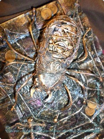 ДРУЗЬЯ, привет!!! Создала три новых работы, хочу поделиться с Вами!  Сразу предупреждаю, фоток как всегда много, так что, будте готовы)) Первая: ключница-черепаха, встречала разнообразных черепашек у нас в Стране, дам ссылочки на некоторые, особо понравившиеся: https://stranamasterov.ru/node/649516#photo1 https://stranamasterov.ru/node/566948?c=favorite https://stranamasterov.ru/node/787452#photo1 https://stranamasterov.ru/node/720990#photo1 https://stranamasterov.ru/node/574214#photo1 это далеко не все конечно же, а сколько их других, не на панношках...мммм, красотулички: https://stranamasterov.ru/node/510781 https://stranamasterov.ru/node/674402#photo1 https://stranamasterov.ru/node/148673 https://stranamasterov.ru/node/714504 https://stranamasterov.ru/node/233300#photo1 https://stranamasterov.ru/node/445879#photo1 и это, понятно, тоже лишь капля в море фантазии наших Мастеров! Спасибо девочкам-вдохновительницам!!! Знаете, как иногда что то увиденное западает в душу и покоя не даёт, пока не сделаешь подобную штучку))) Но, естественно, хотелось свою, не повторимую и не похожую на других, оформление делала так же как в рыбке(https://stranamasterov.ru/node/815681), вот, принимайте, моя(пока) красотулька драгоценная и полезная Паст(как говорит моя младшенькая):  фото 32