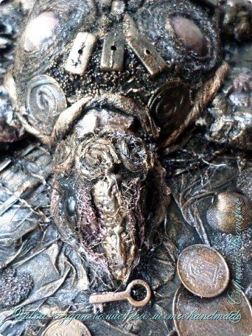 ДРУЗЬЯ, привет!!! Создала три новых работы, хочу поделиться с Вами!  Сразу предупреждаю, фоток как всегда много, так что, будте готовы)) Первая: ключница-черепаха, встречала разнообразных черепашек у нас в Стране, дам ссылочки на некоторые, особо понравившиеся: https://stranamasterov.ru/node/649516#photo1 https://stranamasterov.ru/node/566948?c=favorite https://stranamasterov.ru/node/787452#photo1 https://stranamasterov.ru/node/720990#photo1 https://stranamasterov.ru/node/574214#photo1 это далеко не все конечно же, а сколько их других, не на панношках...мммм, красотулички: https://stranamasterov.ru/node/510781 https://stranamasterov.ru/node/674402#photo1 https://stranamasterov.ru/node/148673 https://stranamasterov.ru/node/714504 https://stranamasterov.ru/node/233300#photo1 https://stranamasterov.ru/node/445879#photo1 и это, понятно, тоже лишь капля в море фантазии наших Мастеров! Спасибо девочкам-вдохновительницам!!! Знаете, как иногда что то увиденное западает в душу и покоя не даёт, пока не сделаешь подобную штучку))) Но, естественно, хотелось свою, не повторимую и не похожую на других, оформление делала так же как в рыбке(https://stranamasterov.ru/node/815681), вот, принимайте, моя(пока) красотулька драгоценная и полезная Паст(как говорит моя младшенькая):  фото 15