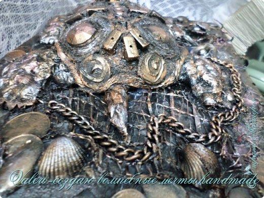 ДРУЗЬЯ, привет!!! Создала три новых работы, хочу поделиться с Вами!  Сразу предупреждаю, фоток как всегда много, так что, будте готовы)) Первая: ключница-черепаха, встречала разнообразных черепашек у нас в Стране, дам ссылочки на некоторые, особо понравившиеся: https://stranamasterov.ru/node/649516#photo1 https://stranamasterov.ru/node/566948?c=favorite https://stranamasterov.ru/node/787452#photo1 https://stranamasterov.ru/node/720990#photo1 https://stranamasterov.ru/node/574214#photo1 это далеко не все конечно же, а сколько их других, не на панношках...мммм, красотулички: https://stranamasterov.ru/node/510781 https://stranamasterov.ru/node/674402#photo1 https://stranamasterov.ru/node/148673 https://stranamasterov.ru/node/714504 https://stranamasterov.ru/node/233300#photo1 https://stranamasterov.ru/node/445879#photo1 и это, понятно, тоже лишь капля в море фантазии наших Мастеров! Спасибо девочкам-вдохновительницам!!! Знаете, как иногда что то увиденное западает в душу и покоя не даёт, пока не сделаешь подобную штучку))) Но, естественно, хотелось свою, не повторимую и не похожую на других, оформление делала так же как в рыбке(https://stranamasterov.ru/node/815681), вот, принимайте, моя(пока) красотулька драгоценная и полезная Паст(как говорит моя младшенькая):  фото 7