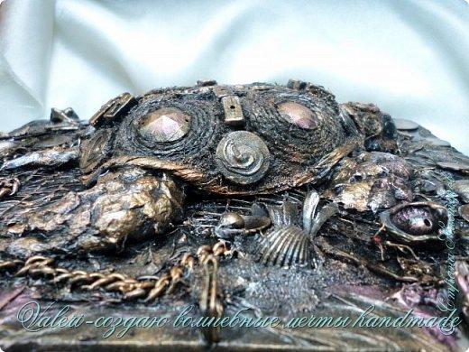 ДРУЗЬЯ, привет!!! Создала три новых работы, хочу поделиться с Вами!  Сразу предупреждаю, фоток как всегда много, так что, будте готовы)) Первая: ключница-черепаха, встречала разнообразных черепашек у нас в Стране, дам ссылочки на некоторые, особо понравившиеся: https://stranamasterov.ru/node/649516#photo1 https://stranamasterov.ru/node/566948?c=favorite https://stranamasterov.ru/node/787452#photo1 https://stranamasterov.ru/node/720990#photo1 https://stranamasterov.ru/node/574214#photo1 это далеко не все конечно же, а сколько их других, не на панношках...мммм, красотулички: https://stranamasterov.ru/node/510781 https://stranamasterov.ru/node/674402#photo1 https://stranamasterov.ru/node/148673 https://stranamasterov.ru/node/714504 https://stranamasterov.ru/node/233300#photo1 https://stranamasterov.ru/node/445879#photo1 и это, понятно, тоже лишь капля в море фантазии наших Мастеров! Спасибо девочкам-вдохновительницам!!! Знаете, как иногда что то увиденное западает в душу и покоя не даёт, пока не сделаешь подобную штучку))) Но, естественно, хотелось свою, не повторимую и не похожую на других, оформление делала так же как в рыбке(https://stranamasterov.ru/node/815681), вот, принимайте, моя(пока) красотулька драгоценная и полезная Паст(как говорит моя младшенькая):  фото 12