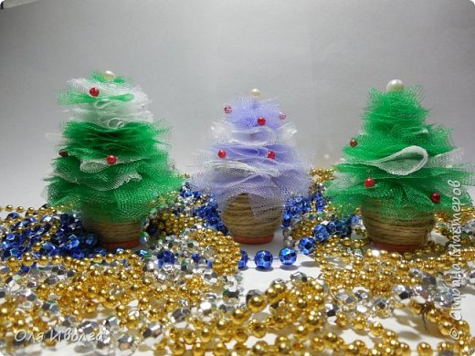 Мастер-класс Поделка изделие Новый год Моделирование конструирование Елочки из фатина Бусины Сетка Шпагат фото 2