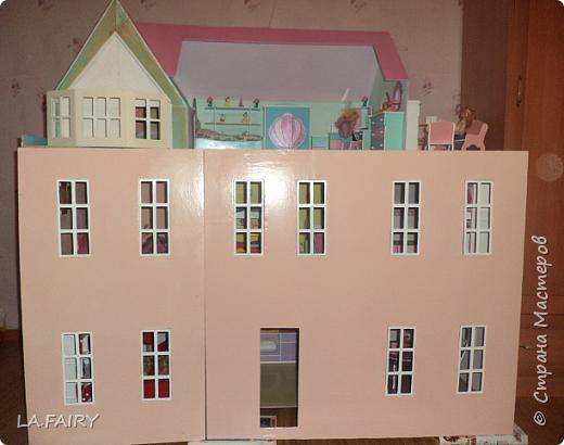 Такой кукольный домик сделал наш папа (из фанеры 6 мм.). Это одно из первых фото. фото 16