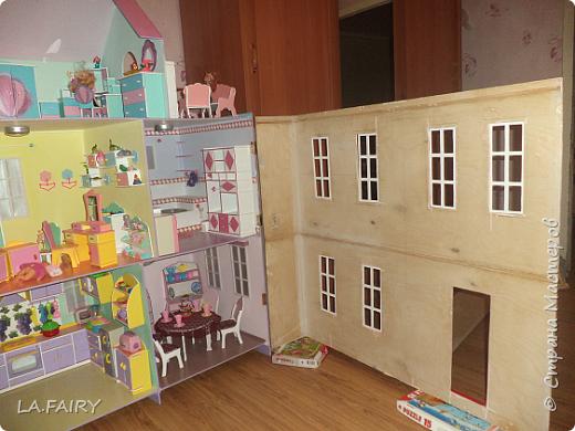 Такой кукольный домик сделал наш папа (из фанеры 6 мм.). Это одно из первых фото. фото 19