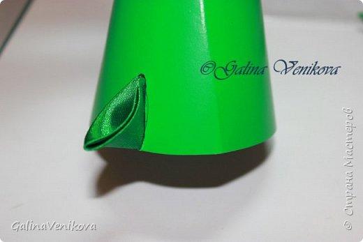 Мастер-класс Поделка изделие Новый год Цумами Канзаши Раз два три - ёлочка  готова Картон Клей Ленты фото 15