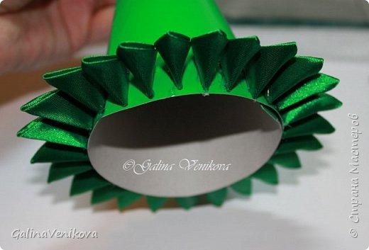 Мастер-класс Поделка изделие Новый год Цумами Канзаши Раз два три - ёлочка  готова Картон Клей Ленты фото 19