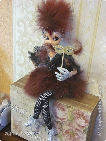 Слепила куклу из папье-маше, а голову взяла от старой куклы. фото 3