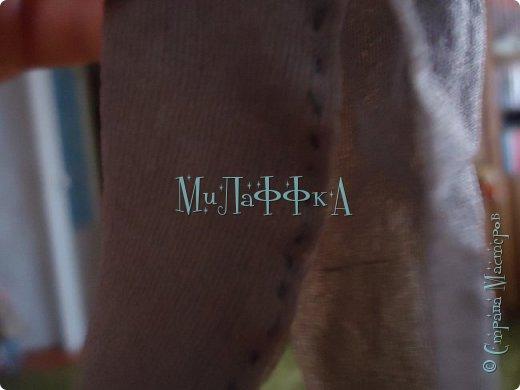 Привет всем! И это очередной выпуск! Теперь у нас есть обложка!!!!! В  этом выпуске колготки для куклы!) Как их щью я! БыСтРо и ЛеГкО! Нам понадобится ♥Капроновые носки ♥нитки и иголки ♥кукла ♥БеЗЗуМнО ХоРоШеЕ нАсТрОеНиЕ! фото 6