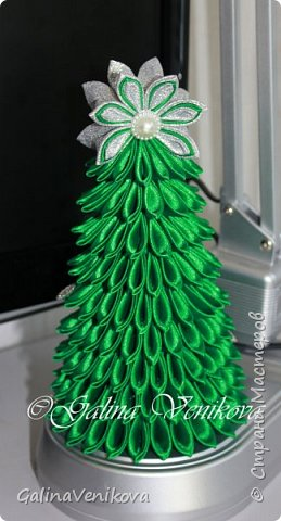 Мастер-класс Поделка изделие Новый год Цумами Канзаши Раз два три - ёлочка  готова Картон Клей Ленты фото 1