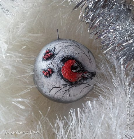 Привет, дорогая Страна!!! Я уже начинаю, потихоньку, готовится к Новому году:))) Сделала вот такой шарик на елочку, домашним очень понравился.....Теперь хочу поделиться с вами!!!  фото 1