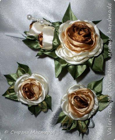ДРУЗЬЯ, привет!!!!!  У меня дебют в канзаши, правда пробовала когда то делать бабочек и мелкие цветочки, так и не было случая попрактиковаться, но вот и пришло время и мне окунуться в прекрасный мир волшебных лент!!! Седьмого ноября у первой крестницы день рождения, как я и писала у меня две крестницы и обе Виктории! Так вот к основному подарку я решила сделать не большое дополнение, в виде заколочек и резиночек, а так как у крестницы есть старшая сестричка, то что бы не было обидно, сделала комплектик и для неё! Готовьтесь фоток много, кроме канзашек делала повторюшки и новые работы, да и не всё выкладываю, оставлю ещё на следующий раз. фото 9