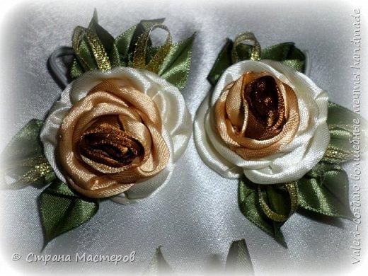 ДРУЗЬЯ, привет!!!!!  У меня дебют в канзаши, правда пробовала когда то делать бабочек и мелкие цветочки, так и не было случая попрактиковаться, но вот и пришло время и мне окунуться в прекрасный мир волшебных лент!!! Седьмого ноября у первой крестницы день рождения, как я и писала у меня две крестницы и обе Виктории! Так вот к основному подарку я решила сделать не большое дополнение, в виде заколочек и резиночек, а так как у крестницы есть старшая сестричка, то что бы не было обидно, сделала комплектик и для неё! Готовьтесь фоток много, кроме канзашек делала повторюшки и новые работы, да и не всё выкладываю, оставлю ещё на следующий раз. фото 8