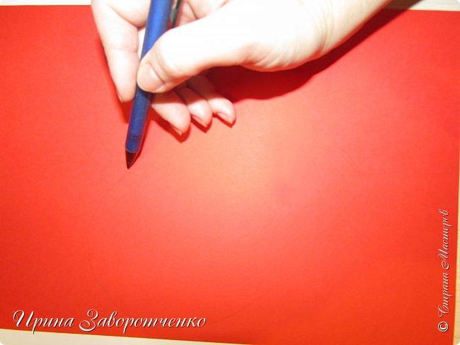 Картина панно рисунок Мастер-класс Валентинов день Аппликация Бумагопластика Панно из сердечек Белое на красном + МК Бумага Клей фото 4