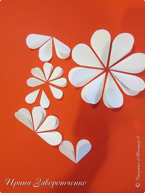 Картина панно рисунок Мастер-класс Валентинов день Аппликация Бумагопластика Панно из сердечек Белое на красном + МК Бумага Клей фото 12