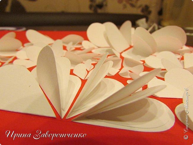 Картина панно рисунок Мастер-класс Валентинов день Аппликация Бумагопластика Панно из сердечек Белое на красном + МК Бумага Клей фото 18