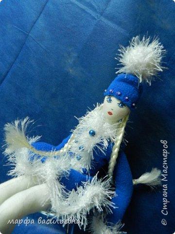 Добрый всем вечерочек или утречко.Представляю вашему вниманию парочку снегурочек,может попозже пару Дедов добавлю,если успею.  Размером они с куклу Барби. фото 11