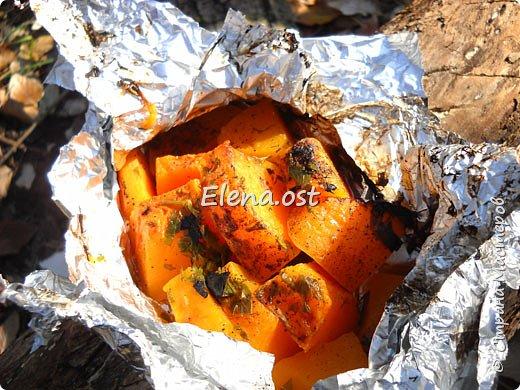 Тыква хороша и вкусна в любом виде. Решила попробовать приготовить еще и в углях. Идем на природу, любуемся осенью и конечно же балуем себя вкусными блюдами, приготовленными на костре.  фото 5