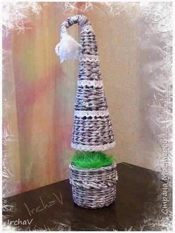 Мастер-класс Поделка изделие Новый год Плетение Плетение из газет Как я плела ёлку Бумага фото 9