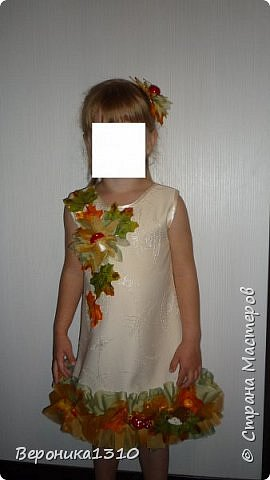"""Вот захотелось мне на праздник осени сделать дочке тематическое платье. Я вообще считаю, что пока дети в детском саду их надо наряжать. С мальчиками конечно сложнее, там только на новый год можно оторваться, но вот девочки.... Ну когда еще вы сможете одеть платье в грибочках или цветах, карнавальный костюм. Дети уже как-то быстро взрослеют и становятся серьезными. Конечно, красивы девочки в """"свадебных"""" платьях как принцессы. Но мне они на детях совсем не нравятся. Буду стараться бороться с этими платьями насколько хватит сил. Итак, Решилась я на этот эксперимент. Сразу скажу - ШИТЬ НЕ УМЕЮ. Не люблю, даже ненавижу. Бесит меня это занятие. НО тут захотелось соригинальничить. фото 2"""
