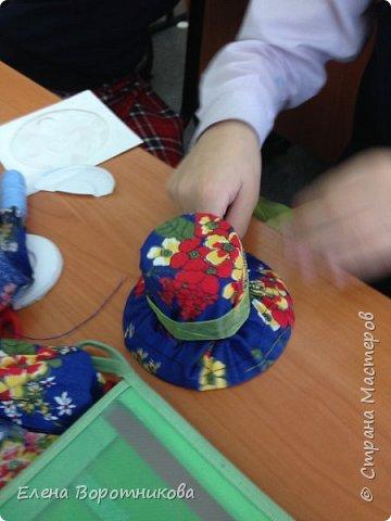 Нет, наверное, ни одной страны, где бы не отмечался День матери. Мы в классе для мам решили сделать игольницы. По мастер-классу https://stranamasterov.ru/node/6412 . За что большое спасибо!  фото 6
