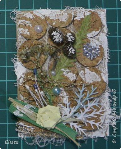 Всем привет! Сегодня у меня проба пера. На создание этих карточек меня вдохновила Верочка Костюченко. Она мастер в этом стиле. Старалась сделать карточки в ЭКО-стиле. Использованы природные материалы, немного дырокольных веточек, полубусины, бумажный цветочек. Получилось или нет судить вам. фото 8