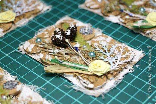Всем привет! Сегодня у меня проба пера. На создание этих карточек меня вдохновила Верочка Костюченко. Она мастер в этом стиле. Старалась сделать карточки в ЭКО-стиле. Использованы природные материалы, немного дырокольных веточек, полубусины, бумажный цветочек. Получилось или нет судить вам. фото 2