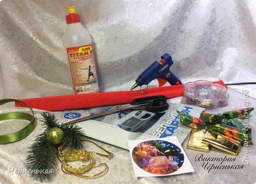 Мастер-класс Свит-дизайн Новый год Моделирование конструирование Домик-часики из конфет Мастер класс Бумага гофрированная фото 3