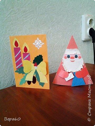 """Хочу показать открытки к Новому году, которые прошли так сказать испытание временем. Лет 15, а то и больше, назад никаких модных сейчас скрапнаборов, дыроколов и других приспособлений и материалов для бумаги не было. Были шаблоны и трафареты из картона, изготовленные своими руками. И были дети, с которыми, как и сейчас, хотелось сделать что-то красивое к празднику. Возраст детей, с которыми я делала и делаю эти открытки 1-4 класс. Эти открытки хороши тем, что по материалам - затрат минимум. Размер они имеютотА4, сложенного вдвое, до А5 тоже сложенного вдвое. То есть открытки двойные. Первая открытка """"Снеговик"""" - для ребят 1-2 класса. Здесь главное правильно соблюсти сборку снеговика: Туловище - руки - концы шарфа -потом кусочек шарфа, который шею закрывает и шляпа. Все чертежи на открытки даю в конце - может кому пригодится. фото 9"""