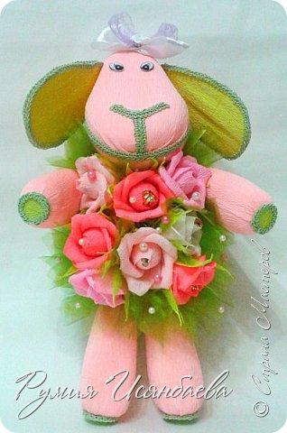 Мастер-класс Свит-дизайн Новый год Моделирование конструирование ~Розовая БЯША в шубке из роз МК~ Бумага гофрированная Бусины Картон Клей Кружево фото 15