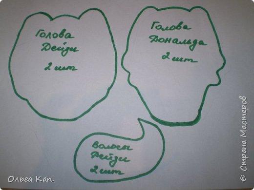 Для работы потребуется: - бумага - карандаш - ножницы - иголка - нитки - ткань (черная, бежевая, белая, сиреневая, синяя, оранжевая, голубая, желтая, розовая, красная) - атласная лента (шириною 5 см, 2 см, 0,5 см) - пуговицы белые 2 шт - желтое кольцо - синтепон фото 11