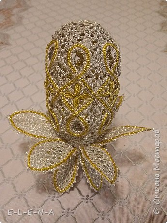 Вологодское кружево. Сувенирное яйцо.  Металлизированные нитки мулине под золото и серебро.