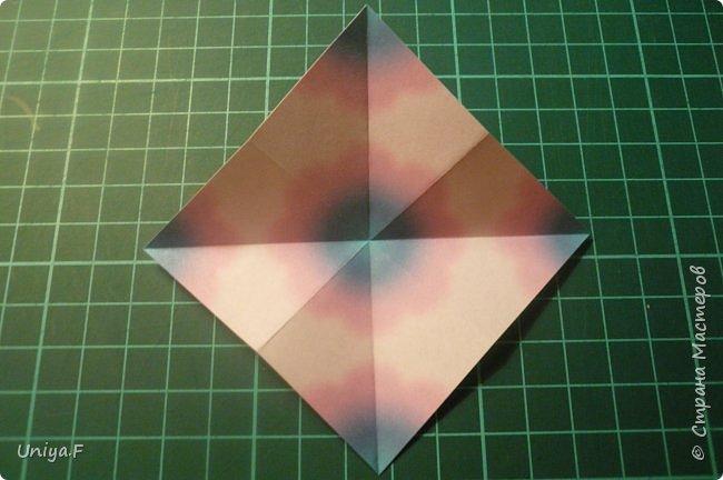 """Эта звездочка из 5 модулей смотрится очень лучисто и рельефно. Имеет односторонний эффект, хороша из градиентной бумаги. Подойдет для кусудам. Как снежинку можно сделать из 6 модулей.  Name: Toccata star  Collection origami stars """"Philharmonia"""" Designer: Uniya Filonova   Units: 5  Paper: 7,5 x 7,5 cm   Final diameter: 9 cm  Joint: no glue  фото 3"""