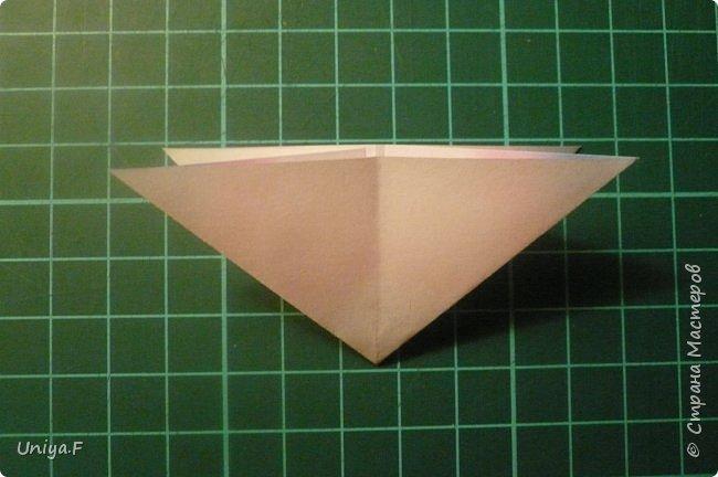 """Эта звездочка из 5 модулей смотрится очень лучисто и рельефно. Имеет односторонний эффект, хороша из градиентной бумаги. Подойдет для кусудам. Как снежинку можно сделать из 6 модулей.  Name: Toccata star  Collection origami stars """"Philharmonia"""" Designer: Uniya Filonova   Units: 5  Paper: 7,5 x 7,5 cm   Final diameter: 9 cm  Joint: no glue  фото 4"""