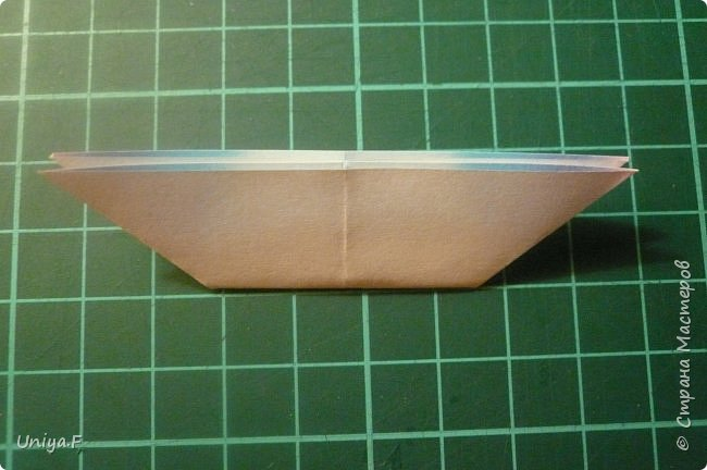 """Эта звездочка из 5 модулей смотрится очень лучисто и рельефно. Имеет односторонний эффект, хороша из градиентной бумаги. Подойдет для кусудам. Как снежинку можно сделать из 6 модулей.  Name: Toccata star  Collection origami stars """"Philharmonia"""" Designer: Uniya Filonova   Units: 5  Paper: 7,5 x 7,5 cm   Final diameter: 9 cm  Joint: no glue  фото 6"""