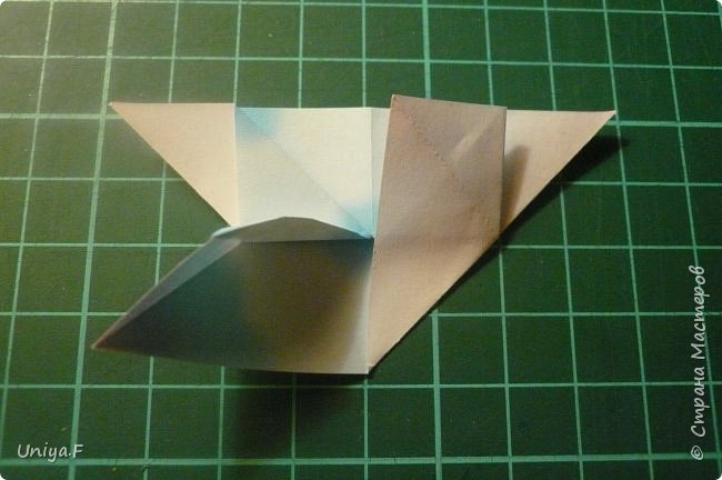 """Эта звездочка из 5 модулей смотрится очень лучисто и рельефно. Имеет односторонний эффект, хороша из градиентной бумаги. Подойдет для кусудам. Как снежинку можно сделать из 6 модулей.  Name: Toccata star  Collection origami stars """"Philharmonia"""" Designer: Uniya Filonova   Units: 5  Paper: 7,5 x 7,5 cm   Final diameter: 9 cm  Joint: no glue  фото 8"""