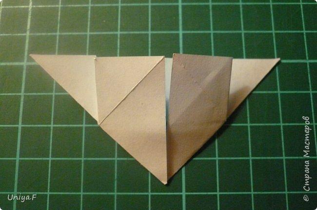 """Эта звездочка из 5 модулей смотрится очень лучисто и рельефно. Имеет односторонний эффект, хороша из градиентной бумаги. Подойдет для кусудам. Как снежинку можно сделать из 6 модулей.  Name: Toccata star  Collection origami stars """"Philharmonia"""" Designer: Uniya Filonova   Units: 5  Paper: 7,5 x 7,5 cm   Final diameter: 9 cm  Joint: no glue  фото 9"""