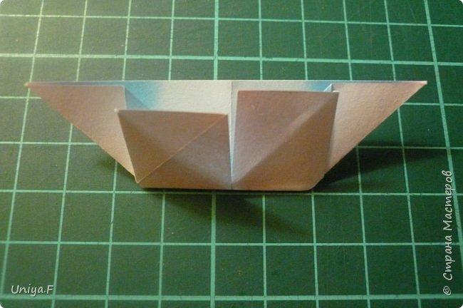"""Эта звездочка из 5 модулей смотрится очень лучисто и рельефно. Имеет односторонний эффект, хороша из градиентной бумаги. Подойдет для кусудам. Как снежинку можно сделать из 6 модулей.  Name: Toccata star  Collection origami stars """"Philharmonia"""" Designer: Uniya Filonova   Units: 5  Paper: 7,5 x 7,5 cm   Final diameter: 9 cm  Joint: no glue  фото 10"""