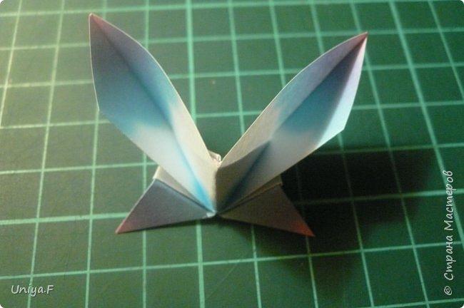 """Эта звездочка из 5 модулей смотрится очень лучисто и рельефно. Имеет односторонний эффект, хороша из градиентной бумаги. Подойдет для кусудам. Как снежинку можно сделать из 6 модулей.  Name: Toccata star  Collection origami stars """"Philharmonia"""" Designer: Uniya Filonova   Units: 5  Paper: 7,5 x 7,5 cm   Final diameter: 9 cm  Joint: no glue  фото 13"""