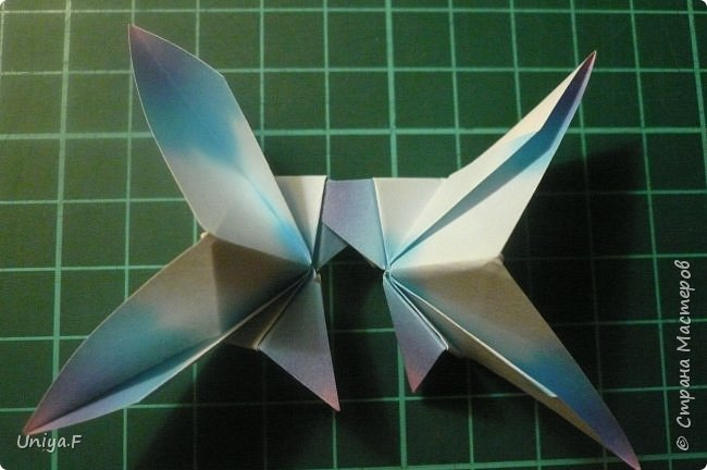 """Эта звездочка из 5 модулей смотрится очень лучисто и рельефно. Имеет односторонний эффект, хороша из градиентной бумаги. Подойдет для кусудам. Как снежинку можно сделать из 6 модулей.  Name: Toccata star  Collection origami stars """"Philharmonia"""" Designer: Uniya Filonova   Units: 5  Paper: 7,5 x 7,5 cm   Final diameter: 9 cm  Joint: no glue  фото 14"""