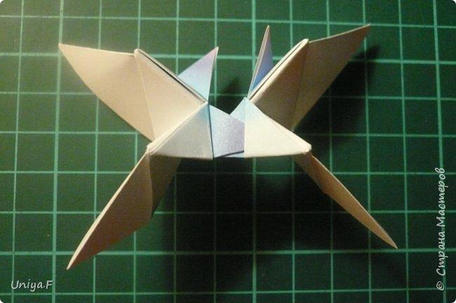 """Эта звездочка из 5 модулей смотрится очень лучисто и рельефно. Имеет односторонний эффект, хороша из градиентной бумаги. Подойдет для кусудам. Как снежинку можно сделать из 6 модулей.  Name: Toccata star  Collection origami stars """"Philharmonia"""" Designer: Uniya Filonova   Units: 5  Paper: 7,5 x 7,5 cm   Final diameter: 9 cm  Joint: no glue  фото 15"""