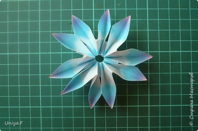 """Эта звездочка из 5 модулей смотрится очень лучисто и рельефно. Имеет односторонний эффект, хороша из градиентной бумаги. Подойдет для кусудам. Как снежинку можно сделать из 6 модулей.  Name: Toccata star  Collection origami stars """"Philharmonia"""" Designer: Uniya Filonova   Units: 5  Paper: 7,5 x 7,5 cm   Final diameter: 9 cm  Joint: no glue  фото 16"""