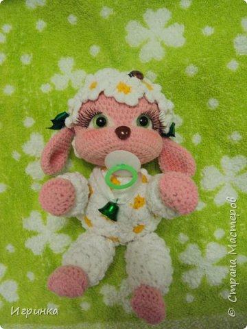 Здравствуйте, дорогие мастера и мастерицы! Сегодня на Ваш суд представляю целый новогодний десант, а первой - эту крохотулю, цветочную овечку из онлайна Solka(Олечки) с форума амигуруми. Мне она безумно нравится - спасибо огромное Оленьке за это маленькое чудо! фото 2
