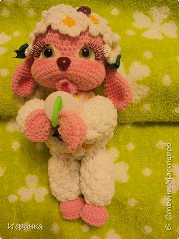 Здравствуйте, дорогие мастера и мастерицы! Сегодня на Ваш суд представляю целый новогодний десант, а первой - эту крохотулю, цветочную овечку из онлайна Solka(Олечки) с форума амигуруми. Мне она безумно нравится - спасибо огромное Оленьке за это маленькое чудо! фото 3