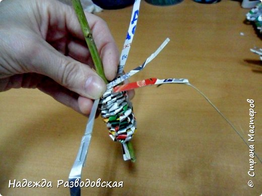 Мастер-класс. Спиральное плетение вокруг каркаса.( Из соломки, газетных трубочек, картонных полосок) фото 37